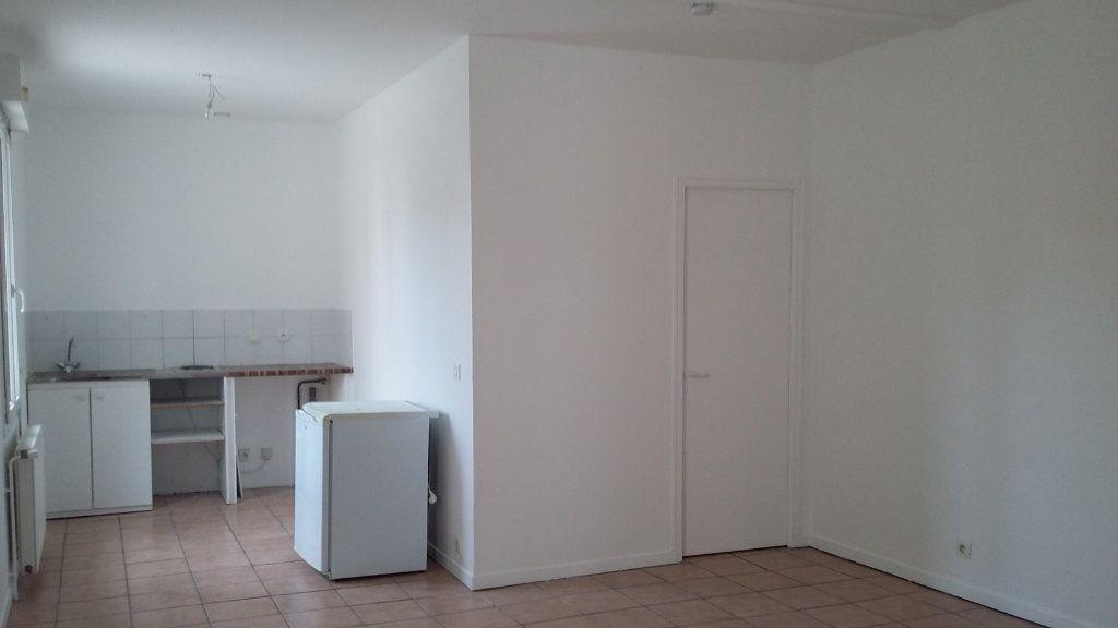 Appartement à louer 1 33m2 à Morcenx vignette-2