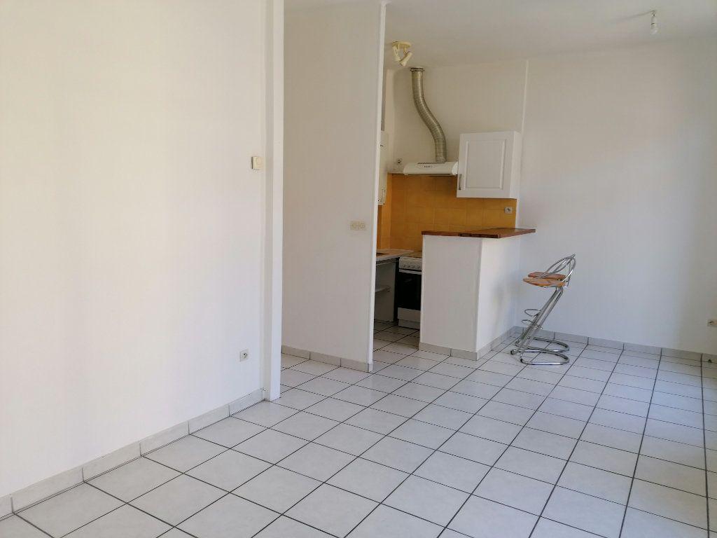 Appartement à louer 2 38.36m2 à Béziers vignette-3