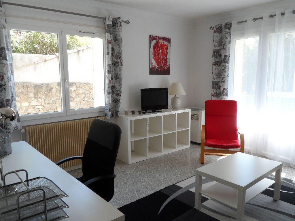 Appartement à louer 1 41m2 à Béziers vignette-2