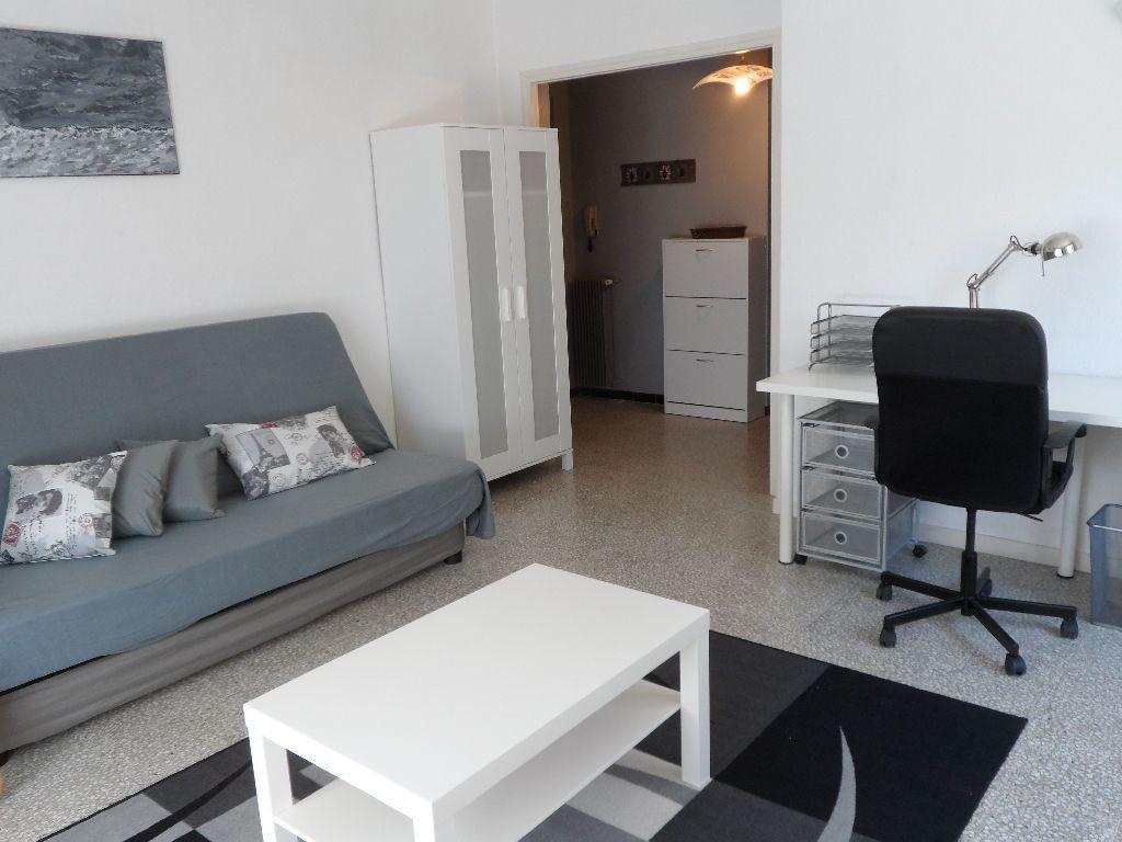 Appartement à louer 1 41m2 à Béziers vignette-4