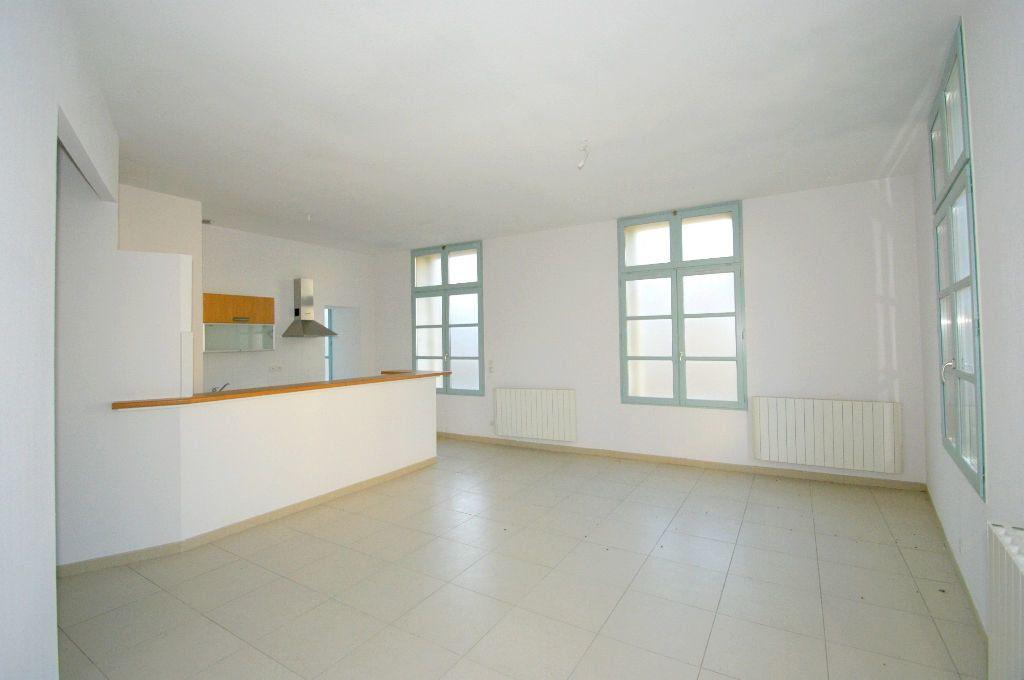 Appartement à louer 3 68.55m2 à Béziers vignette-1