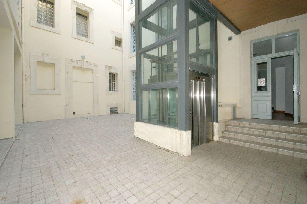 Appartement à louer 3 68.55m2 à Béziers vignette-6
