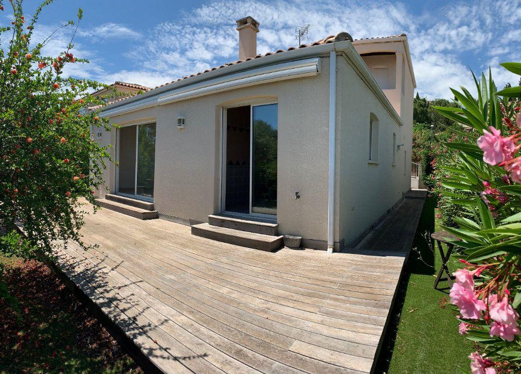 Maison à louer 4 114m2 à Grabels vignette-2