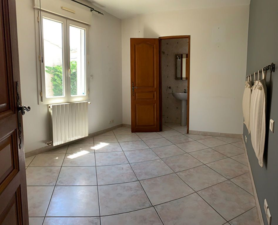 Maison à louer 4 114m2 à Grabels vignette-7