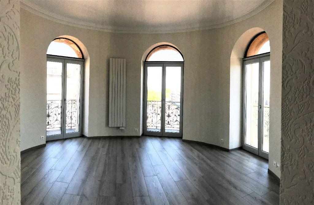Appartement à louer 3 124.48m2 à Montpellier vignette-5