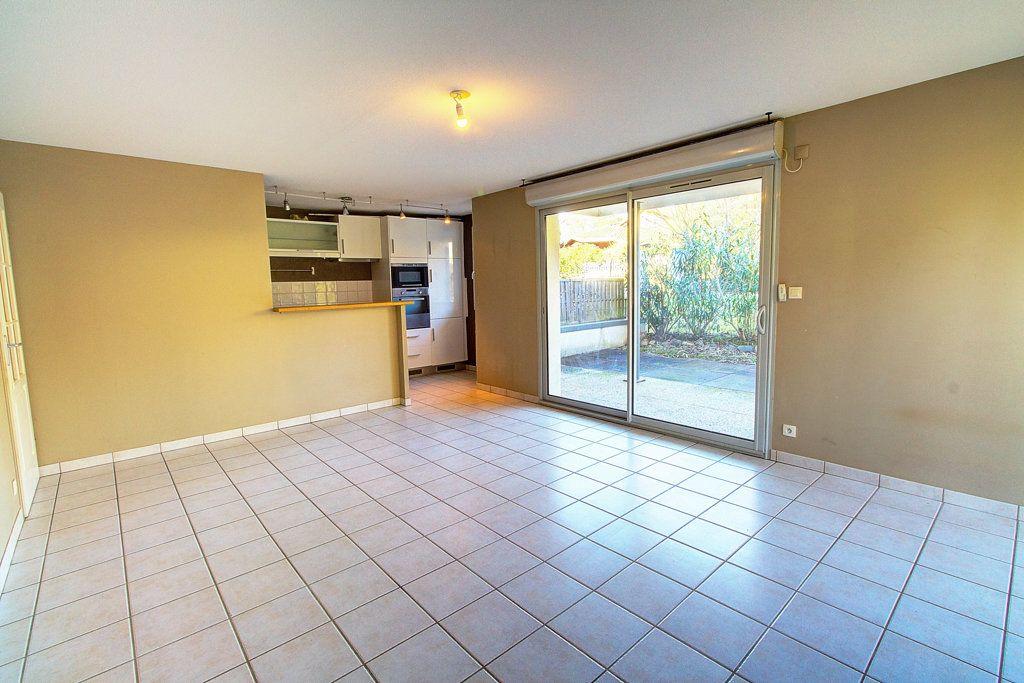 Appartement à vendre 3 63.72m2 à Toulouse vignette-2