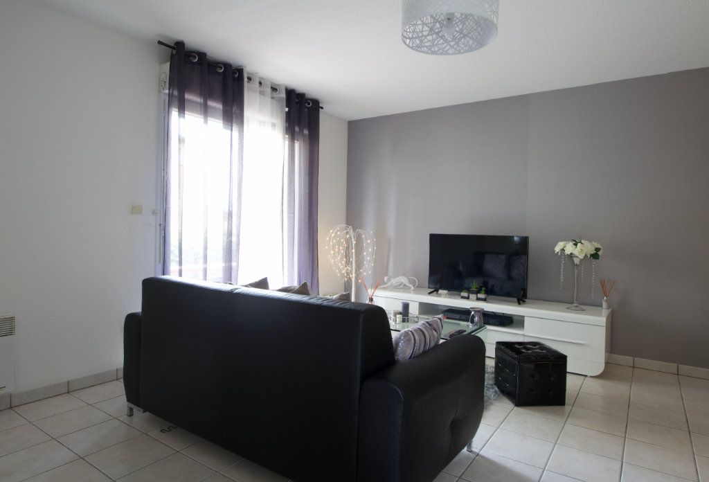 Appartement à vendre 2 54.29m2 à L'Isle-Jourdain vignette-1