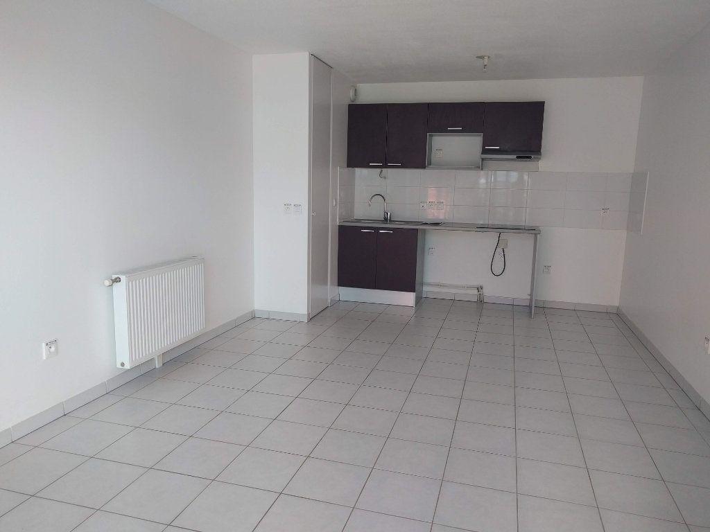 Appartement à louer 3 60.61m2 à Tournefeuille vignette-2