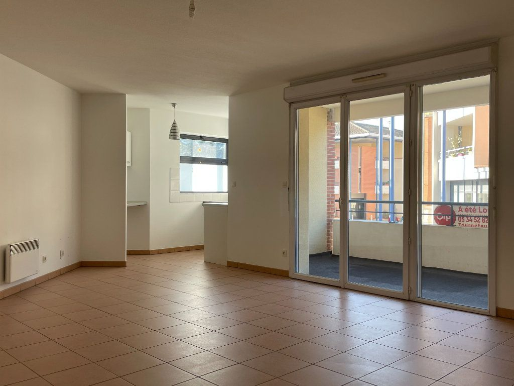 Appartement à louer 3 69.1m2 à Tournefeuille vignette-1