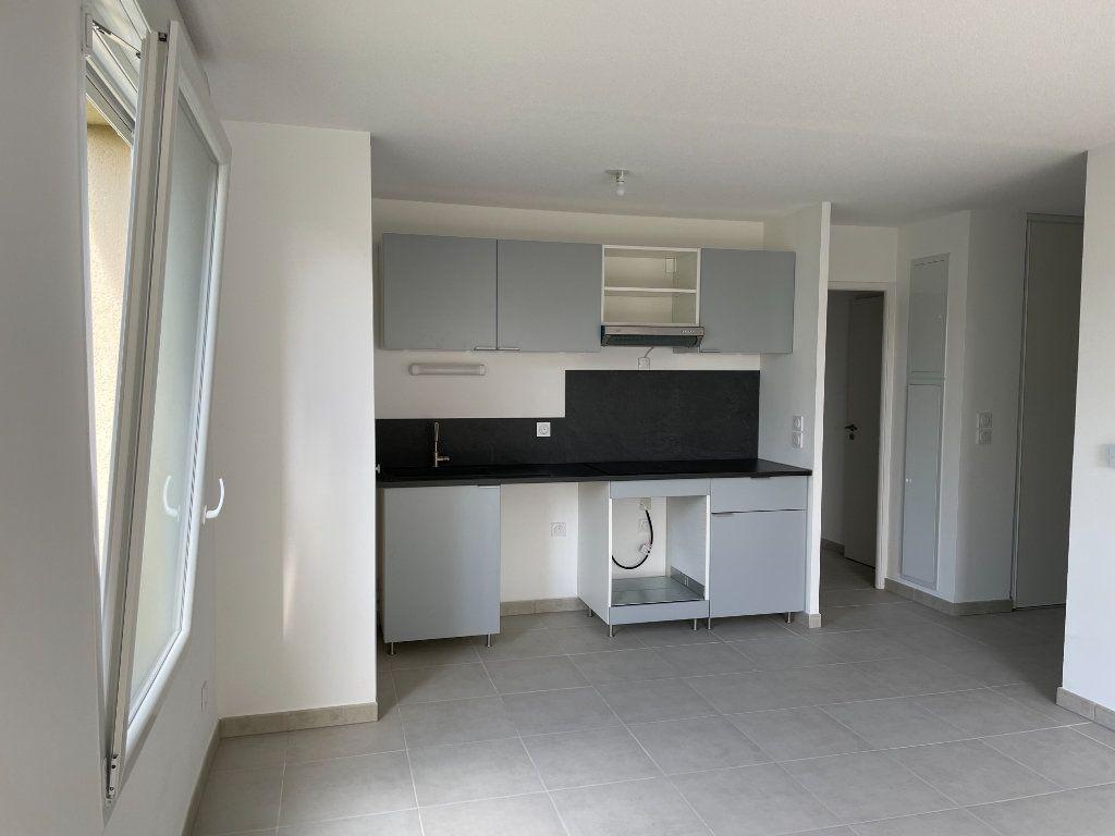Appartement à louer 3 63.49m2 à Tournefeuille vignette-3