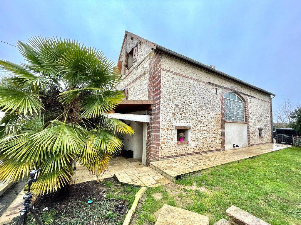 Maison à vendre 7 178m2 à Chavigny-Bailleul vignette-1