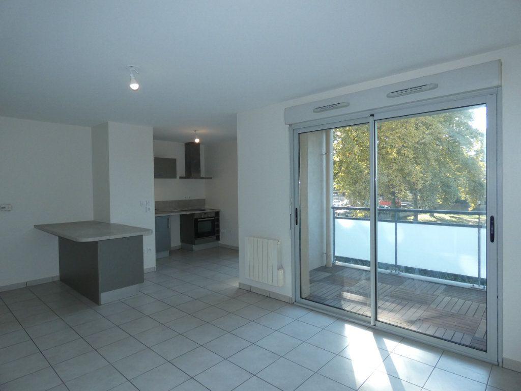 Appartement à louer 3 60.55m2 à Saint-Genis-Laval vignette-1