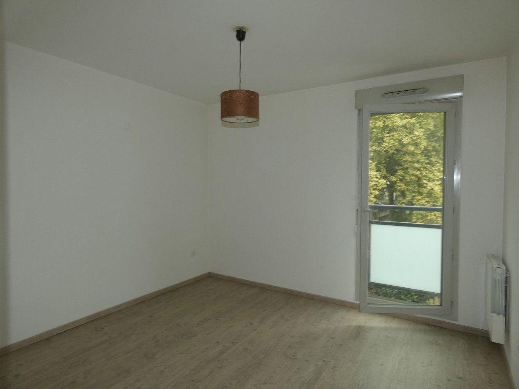 Appartement à louer 3 60.55m2 à Saint-Genis-Laval vignette-4