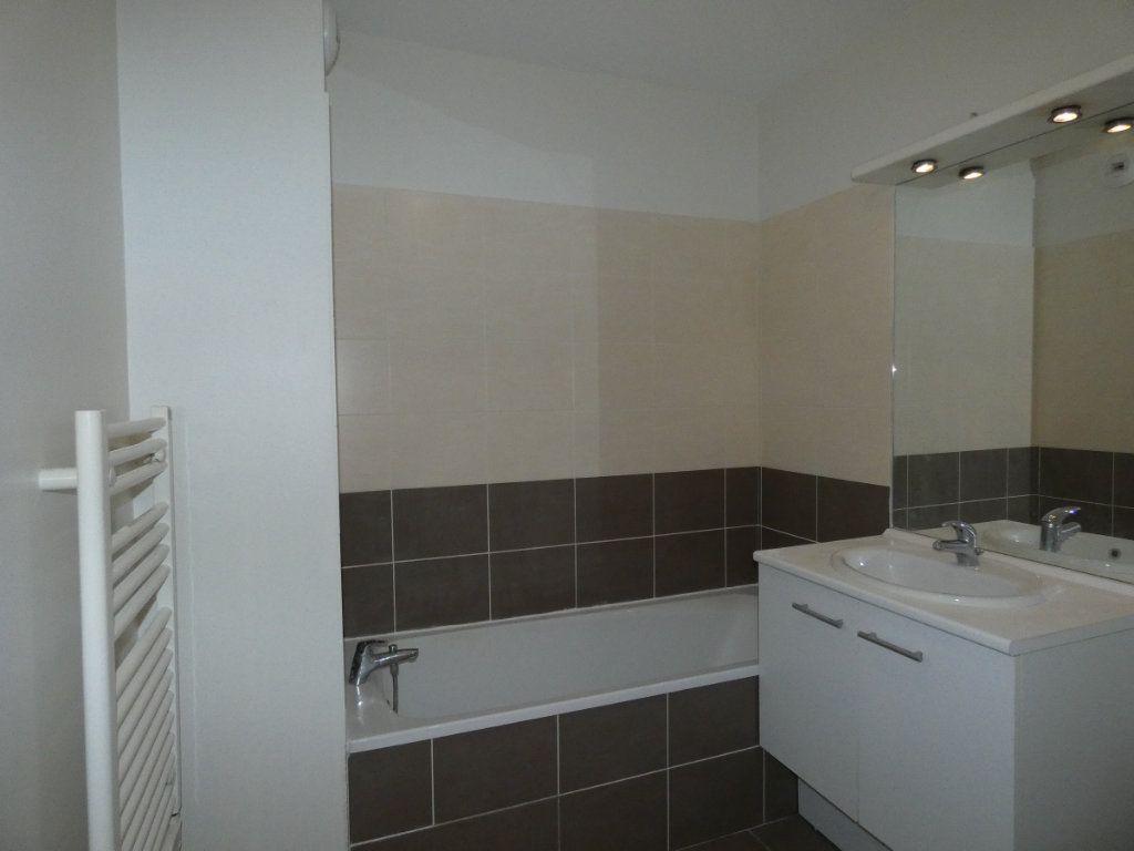Appartement à louer 3 60.55m2 à Saint-Genis-Laval vignette-6