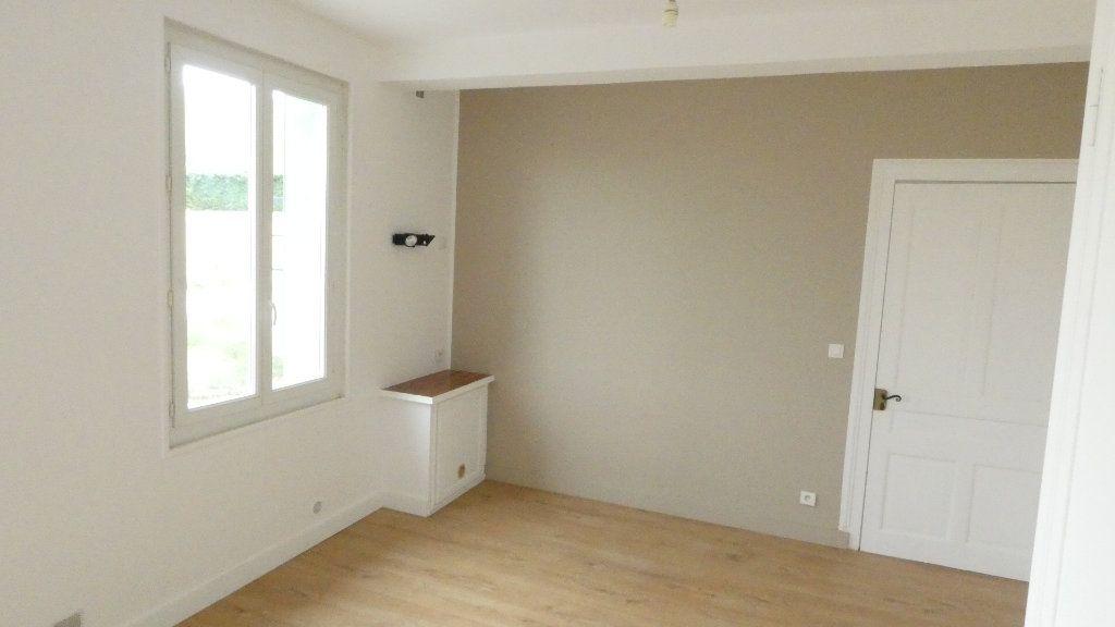 Maison à louer 3 68.5m2 à Saint-Genis-Laval vignette-4