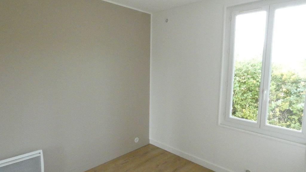 Maison à louer 3 68.5m2 à Saint-Genis-Laval vignette-6