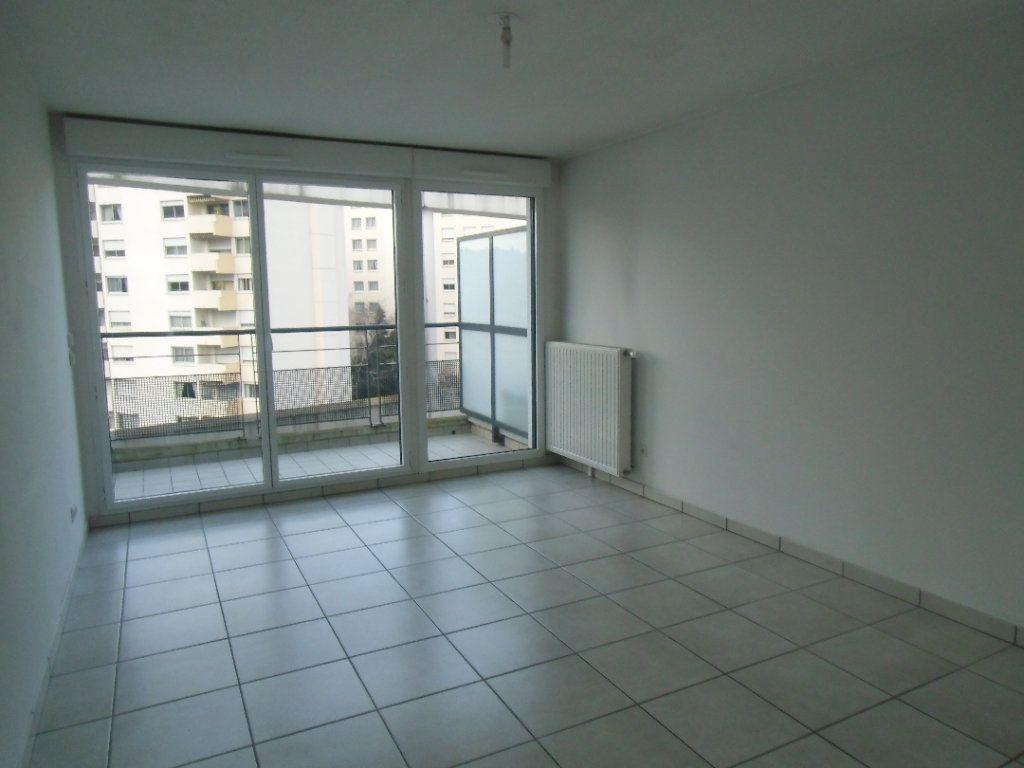 Appartement à louer 3 62.57m2 à Oullins vignette-2