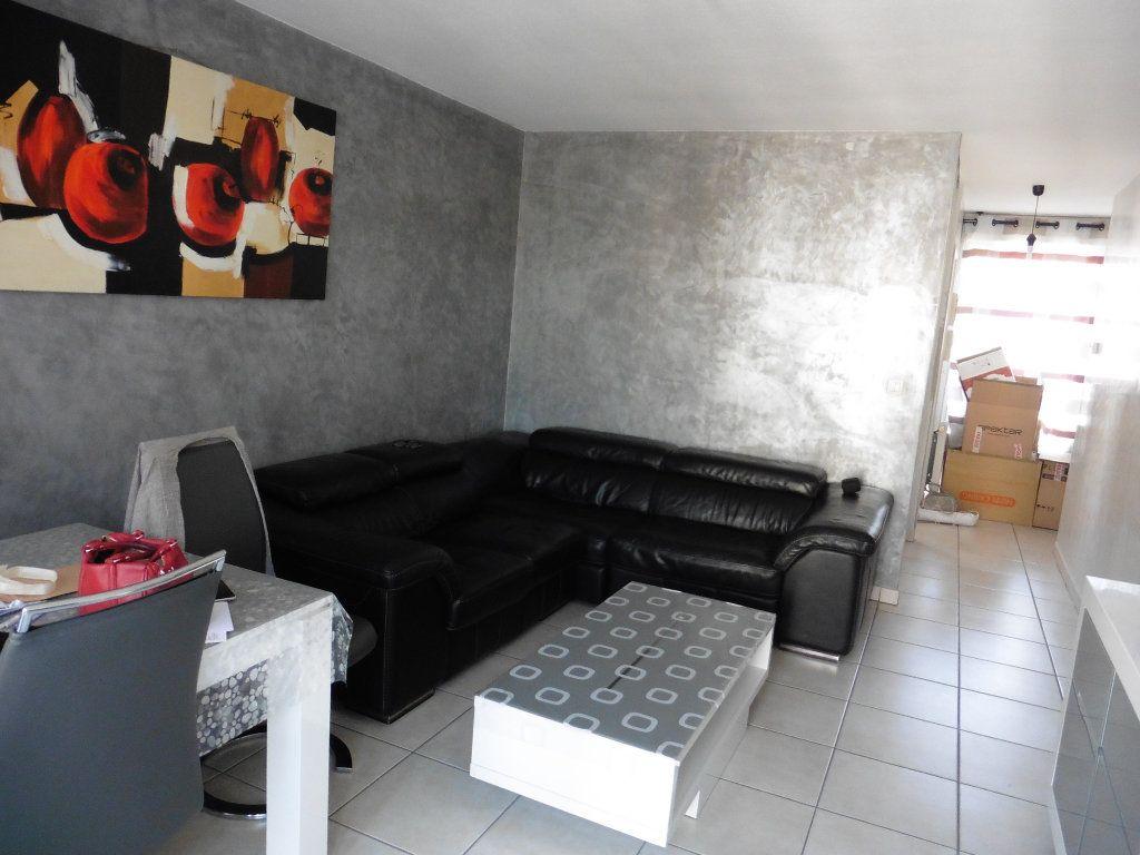 Appartement à louer 3 62.57m2 à Oullins vignette-3