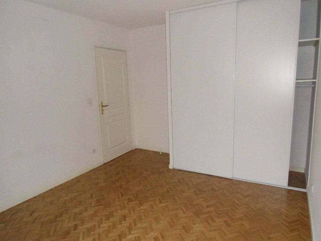 Appartement à louer 3 62.57m2 à Oullins vignette-6