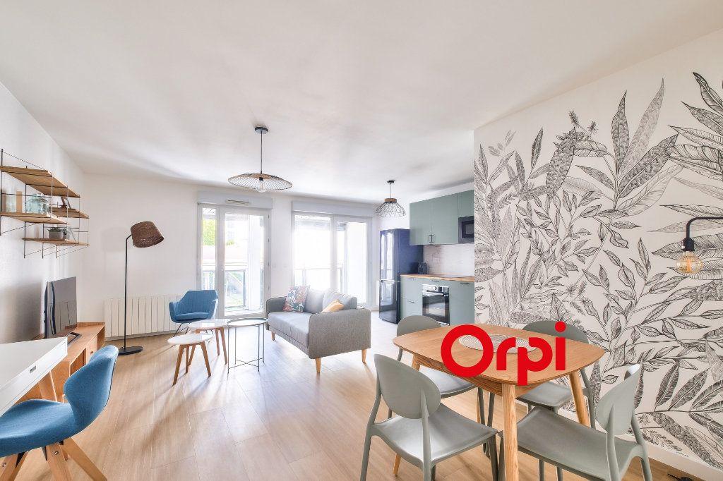 Appartement à louer 3 63.9m2 à Lyon 2 vignette-1