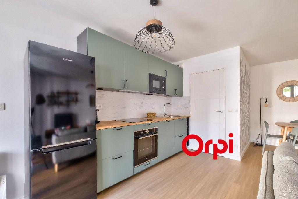 Appartement à louer 3 63.9m2 à Lyon 2 vignette-2