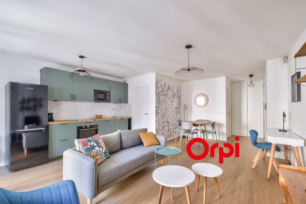 Appartement à louer 3 63.9m2 à Lyon 2 vignette-3