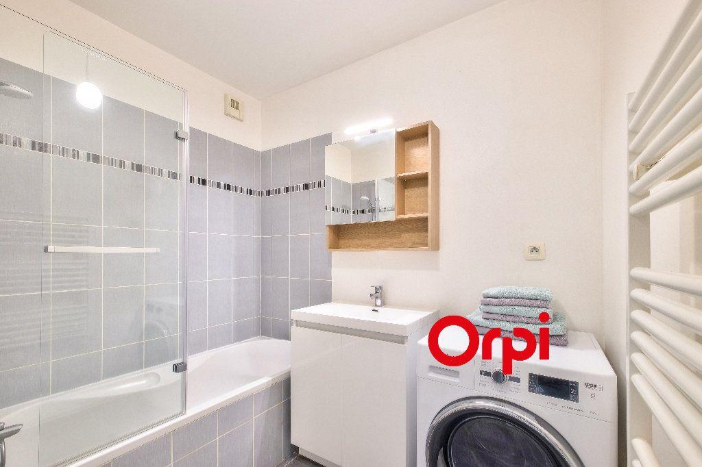Appartement à louer 3 63.9m2 à Lyon 2 vignette-6