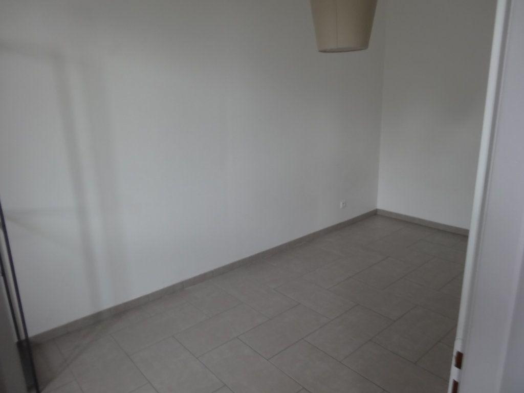 Appartement à louer 3 65.43m2 à Saint-Genis-Laval vignette-7
