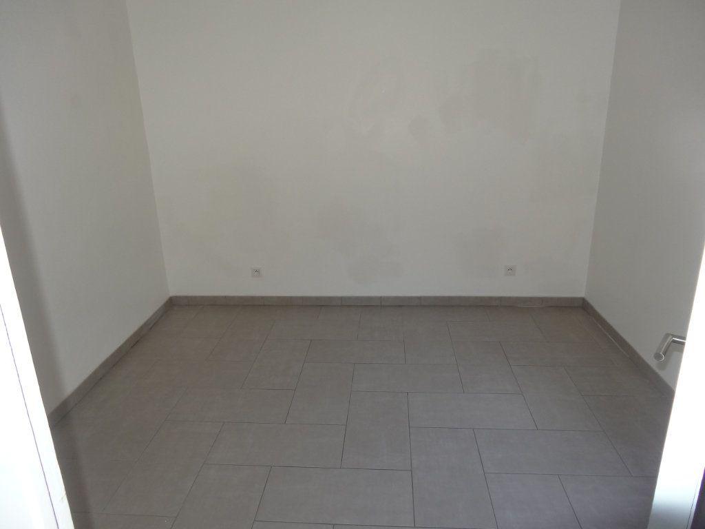 Appartement à louer 3 65.43m2 à Saint-Genis-Laval vignette-8