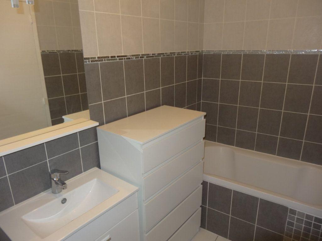 Appartement à louer 3 65.43m2 à Saint-Genis-Laval vignette-10