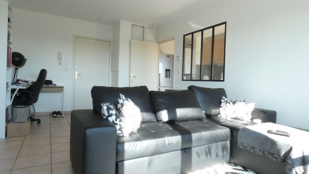 Appartement à louer 2 43.49m2 à Saint-Genis-Laval vignette-2
