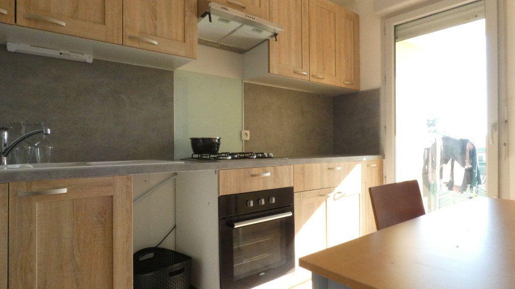 Appartement à louer 2 43.49m2 à Saint-Genis-Laval vignette-4