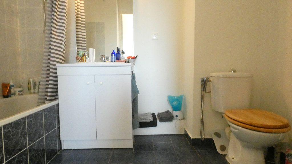 Appartement à louer 2 43.49m2 à Saint-Genis-Laval vignette-7