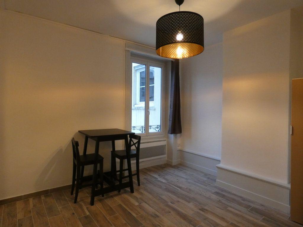 Appartement à louer 1 28.01m2 à Lyon 2 vignette-1