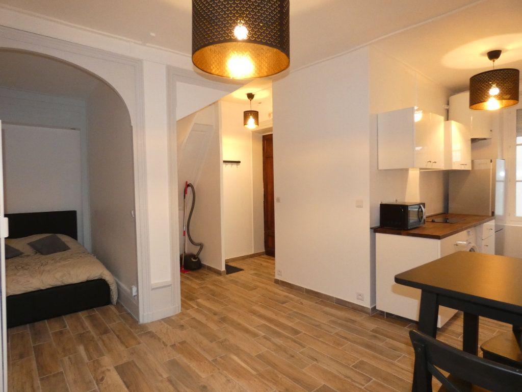 Appartement à louer 1 28.01m2 à Lyon 2 vignette-2