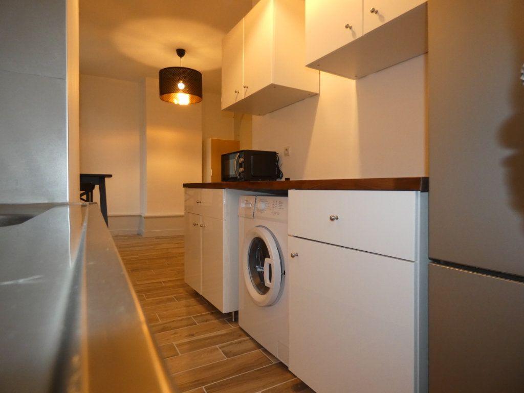 Appartement à louer 1 28.01m2 à Lyon 2 vignette-3