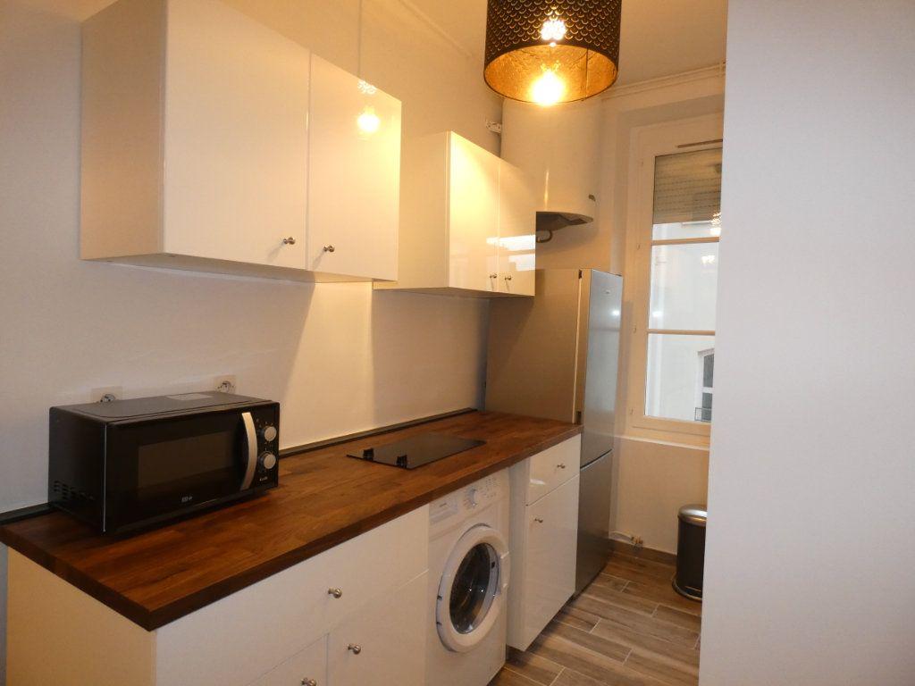 Appartement à louer 1 28.01m2 à Lyon 2 vignette-4