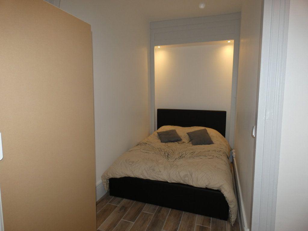 Appartement à louer 1 28.01m2 à Lyon 2 vignette-5