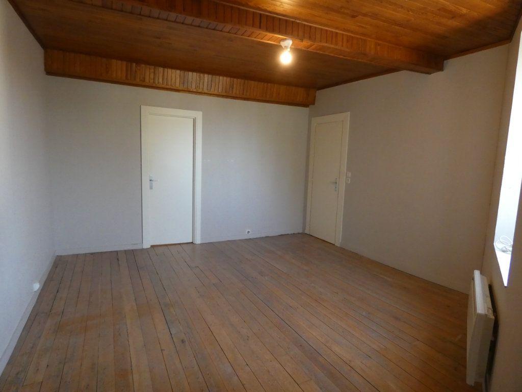 Maison à louer 5 155.39m2 à Millery vignette-6