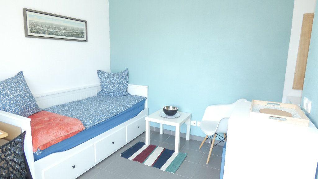 Appartement à louer 1 20m2 à Saint-Genis-Laval vignette-3