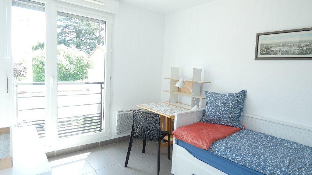 Appartement à louer 1 20m2 à Saint-Genis-Laval vignette-4
