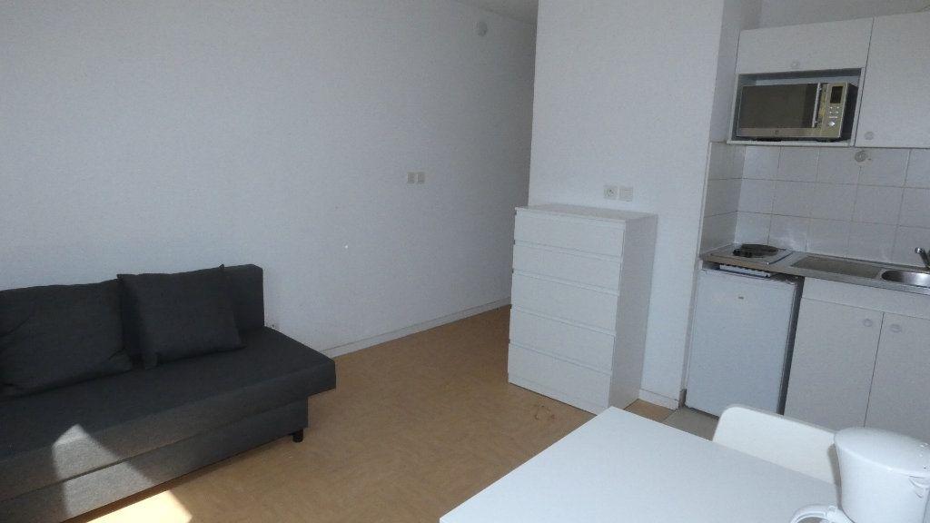 Appartement à louer 1 20m2 à Saint-Genis-Laval vignette-2