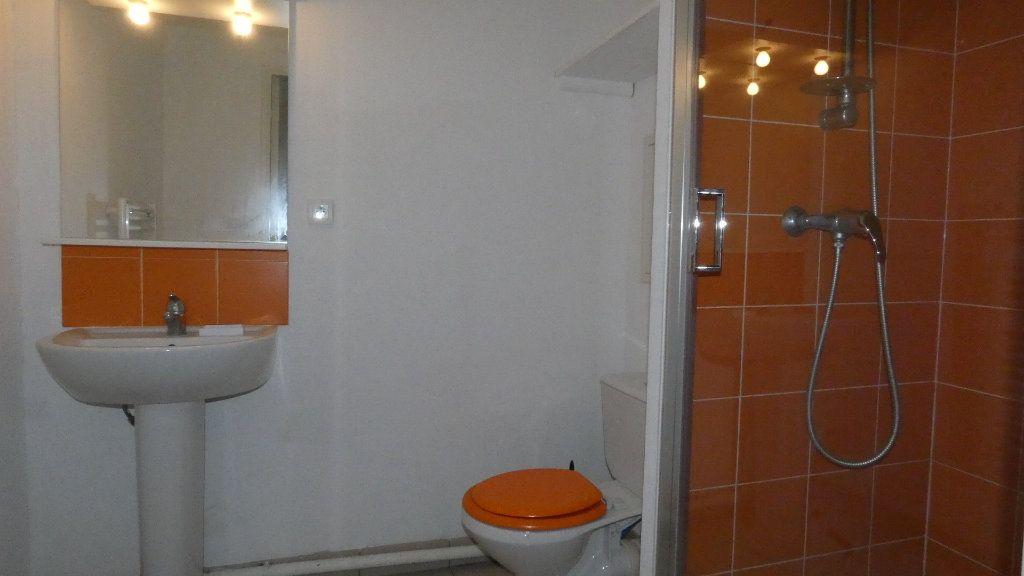 Appartement à louer 1 20m2 à Saint-Genis-Laval vignette-5