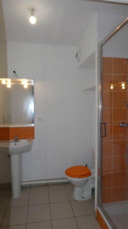 Appartement à louer 1 20m2 à Saint-Genis-Laval vignette-6