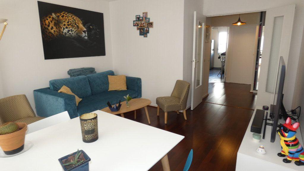 Appartement à louer 2 54.96m2 à Lyon 8 vignette-1