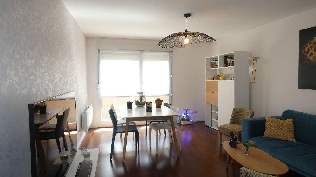 Appartement à louer 2 54.96m2 à Lyon 8 vignette-2