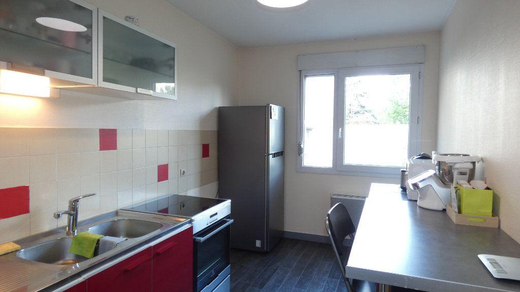 Appartement à louer 2 54.96m2 à Lyon 8 vignette-3
