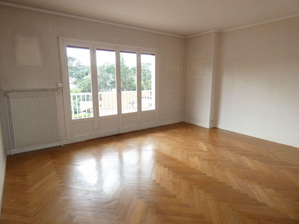 Appartement à louer 3 72.68m2 à Saint-Genis-Laval vignette-1