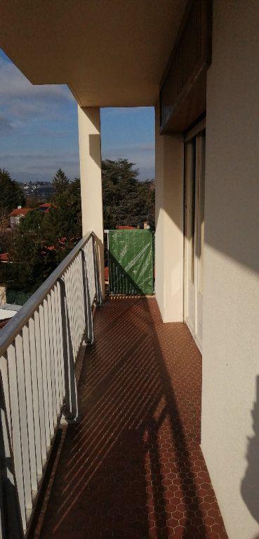Appartement à louer 3 72.68m2 à Saint-Genis-Laval vignette-2