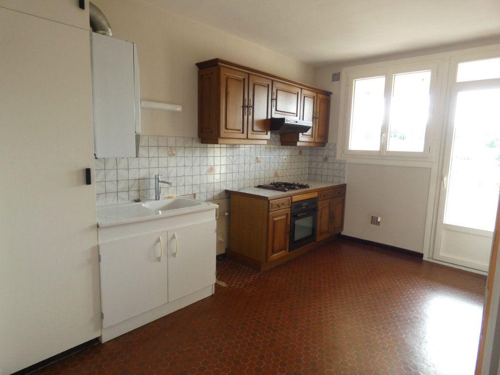 Appartement à louer 3 72.68m2 à Saint-Genis-Laval vignette-3